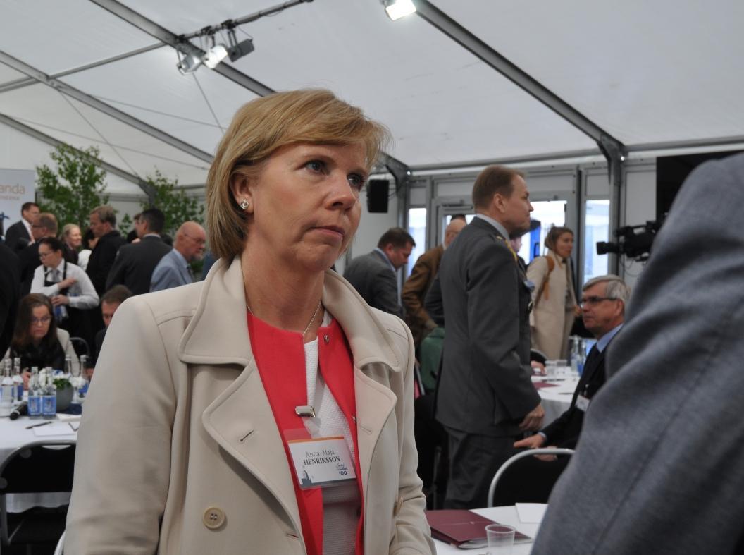 """""""Allt mer ohållbart med vargarna"""" – SFP-ordförande Anna-Maja Henriksson utreder vad som kan göras"""