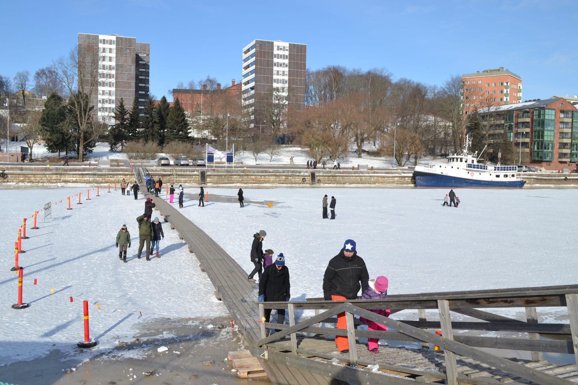 Aura å, gångbro, isbro, vinter, is