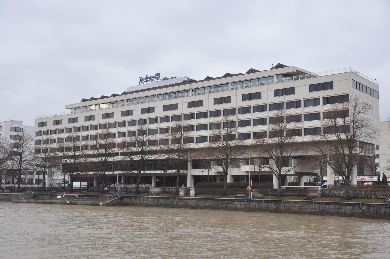 Stort hotell vid Aura å.