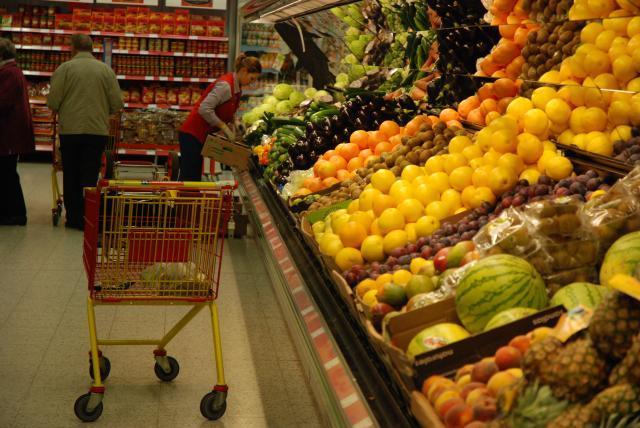 Livsmedel säljs billigare i S-gruppens affärer under kampanjen Svinnveckan (Hävikkiviikko).