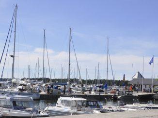 segelbåtar i hamn