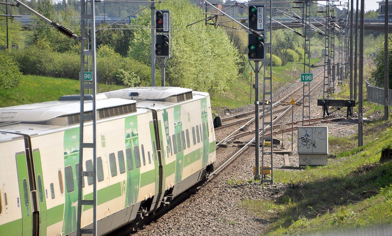 tåg som åker på spåret