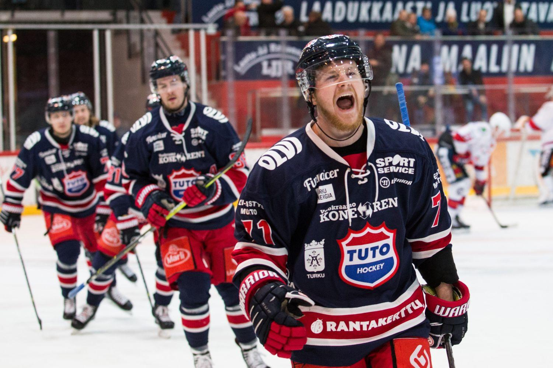 Glada ishockeyspelare