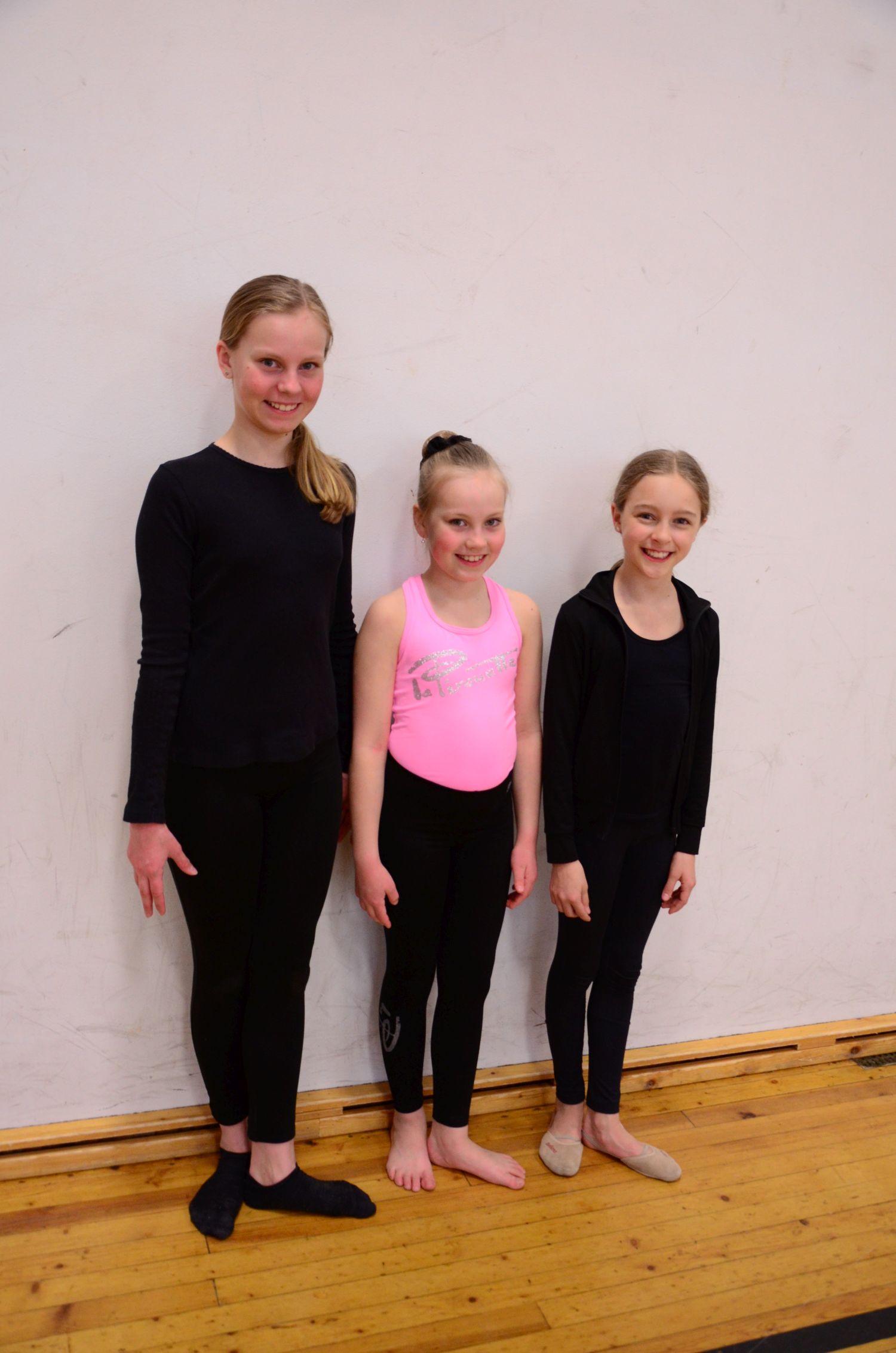Erica Höglund, Elena Höglund och Emily Pratt på bilden.