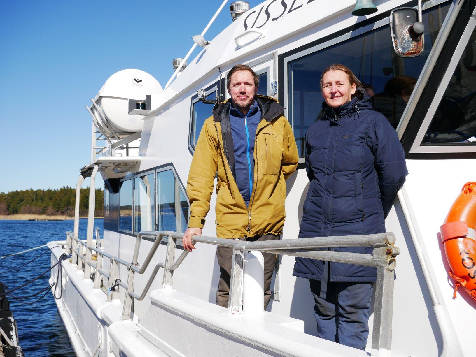 Man och kvinna på båt