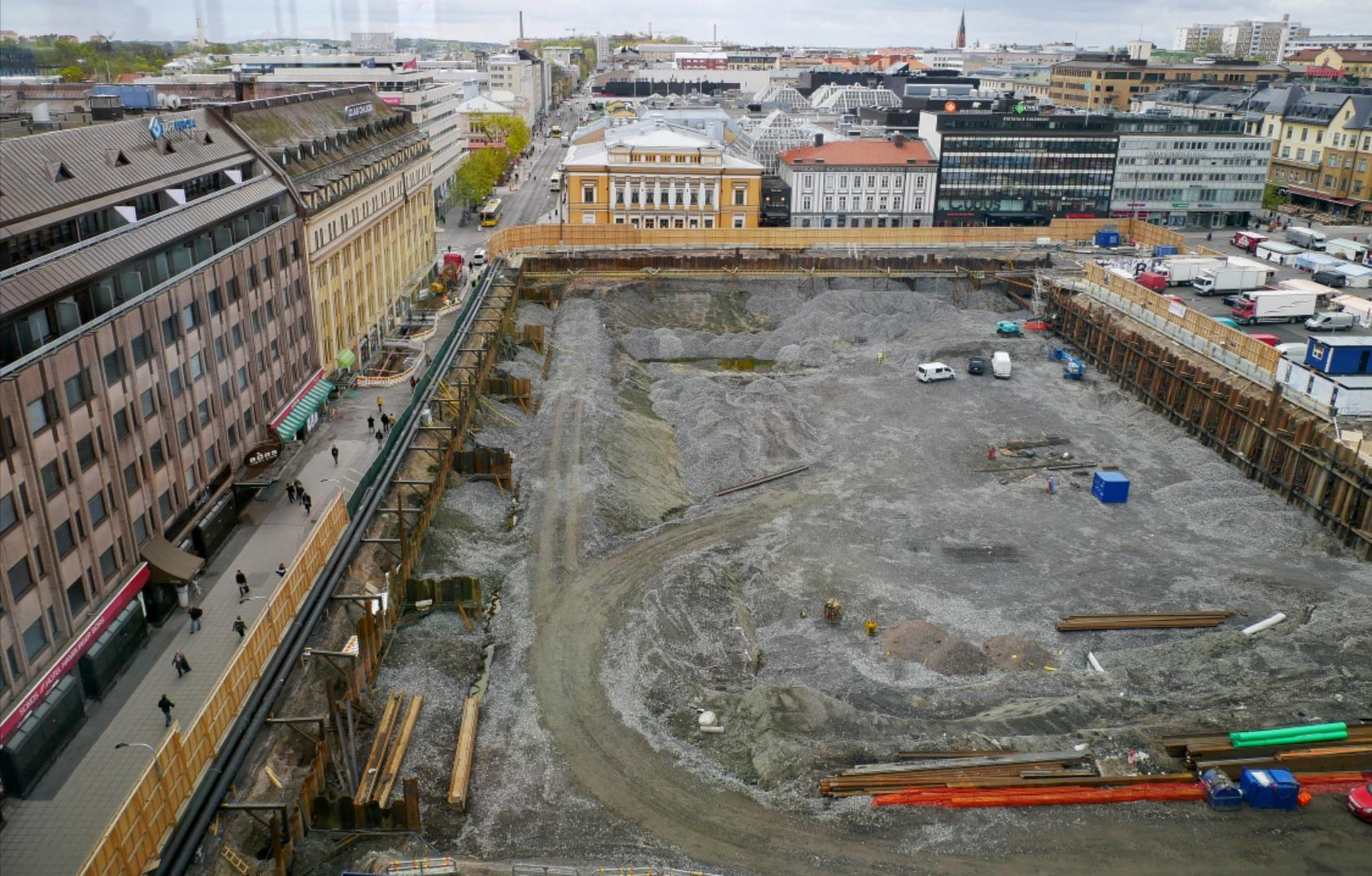 Bygget av torgparkeringen uppifrån.