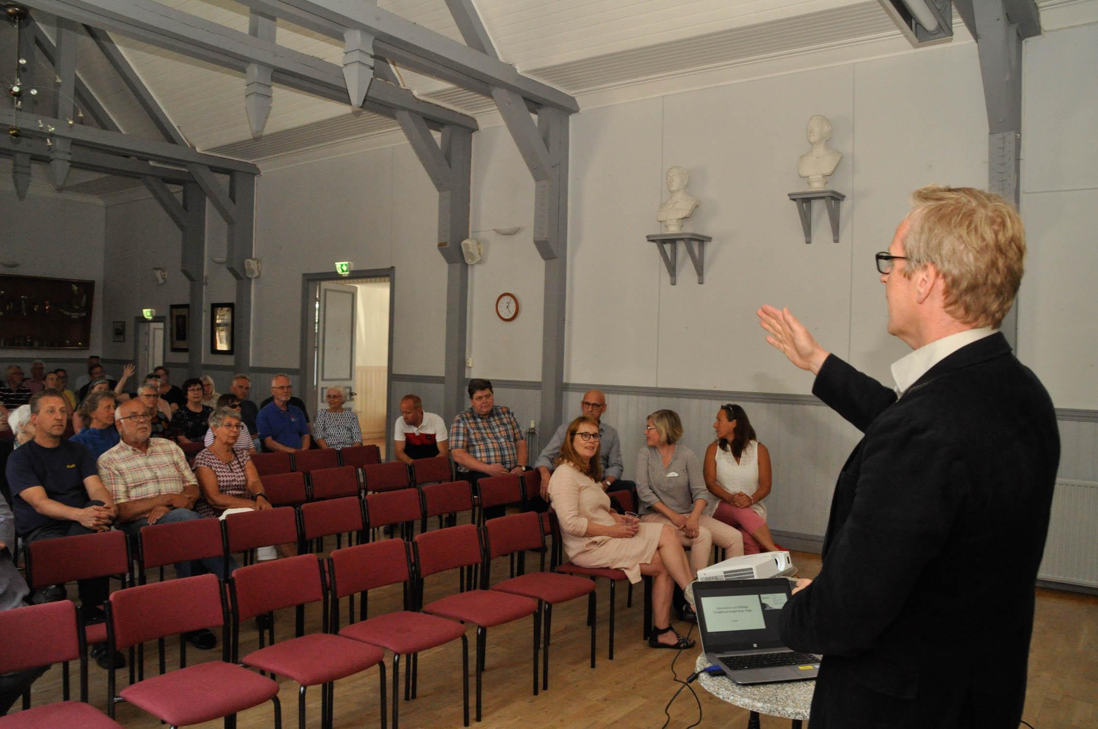 Stadsdirektör Patrik Nygrén träffar Nagubor