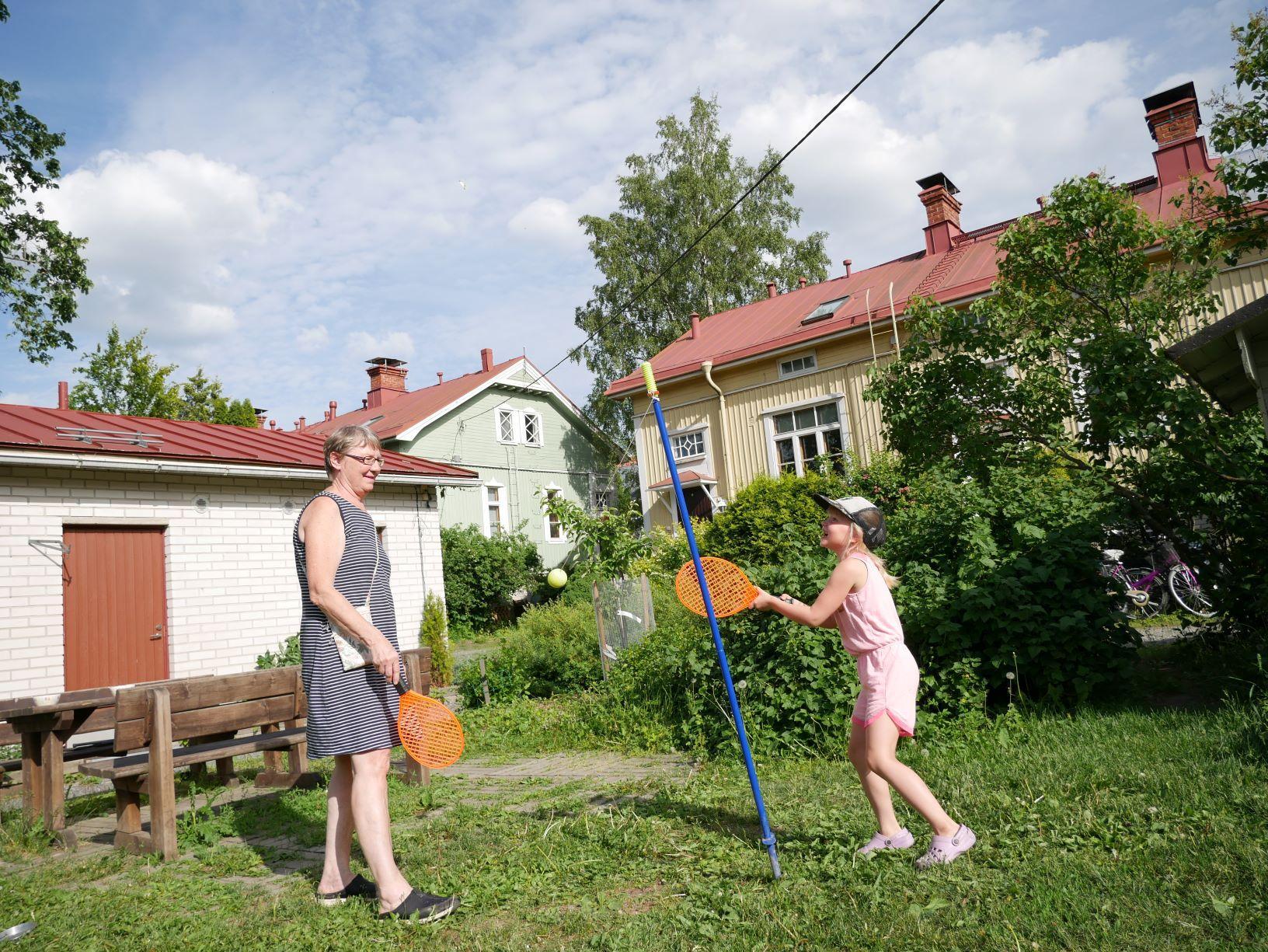 Allt fler vill bo i charmiga Martinsbacken — bostadspriserna stiger snabbt och invånarna prisar lugnet och närheten till centrum och skola