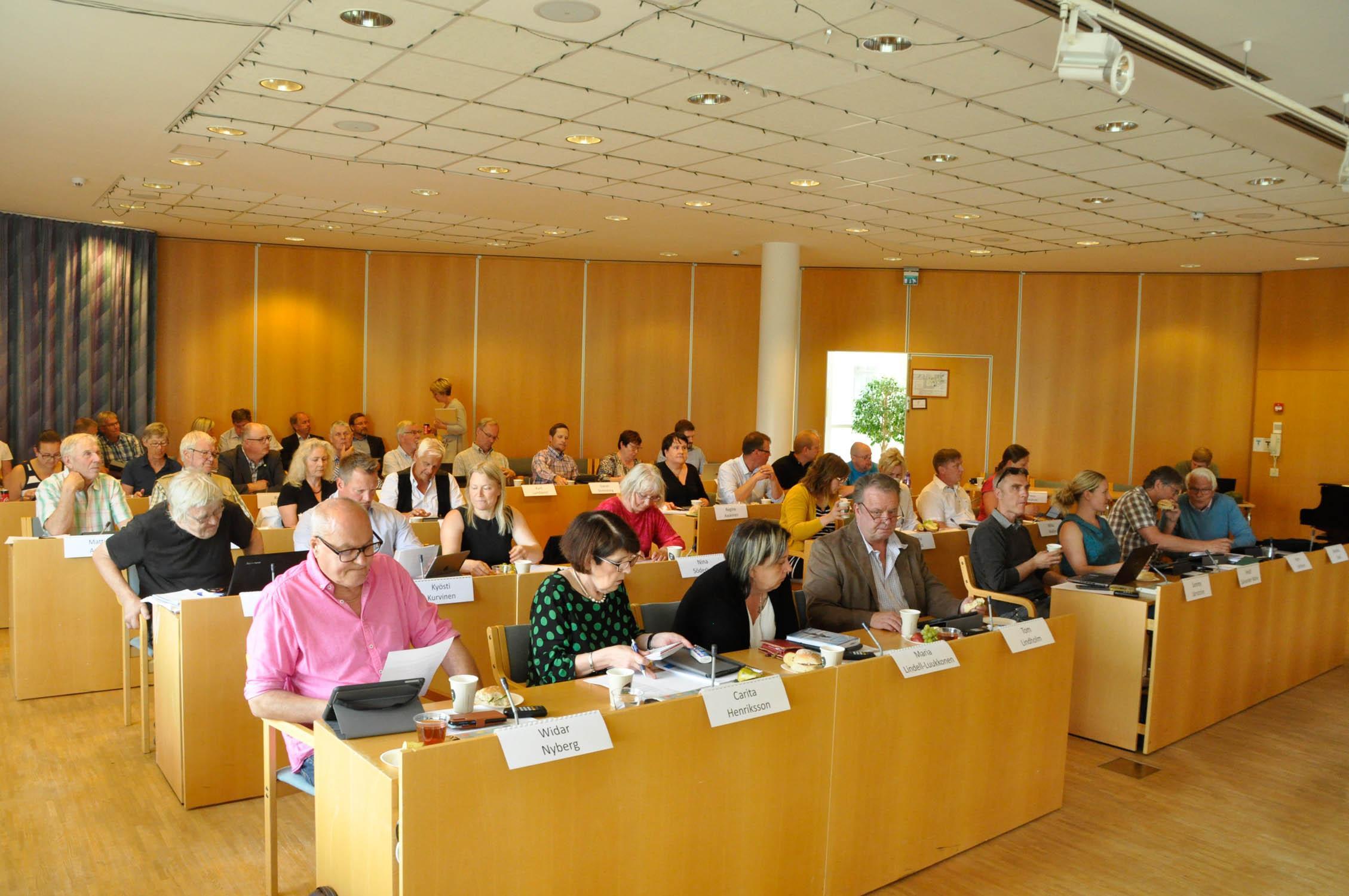 Pargas fullmäktigeledamöter på möte