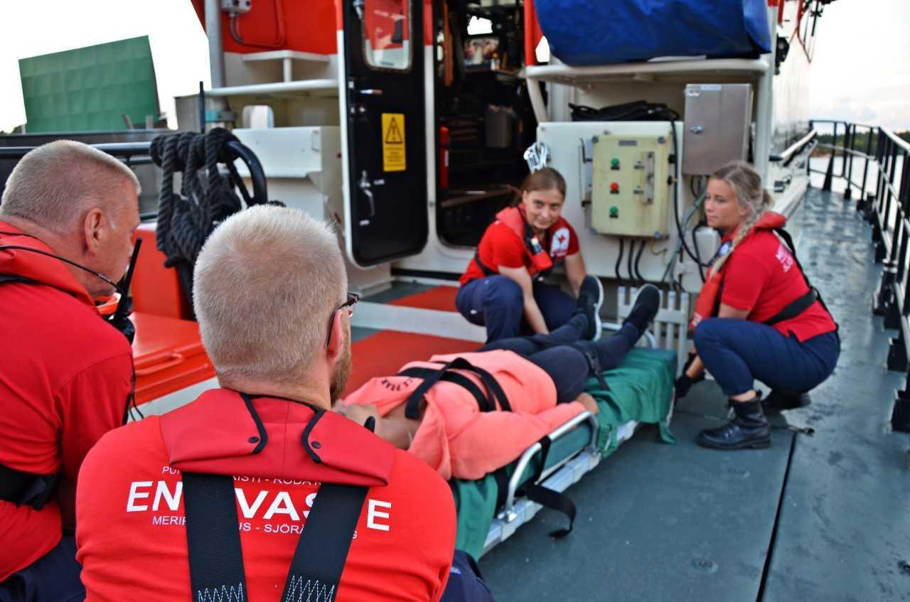 Hjälpen är alltid gratis. Caritas och Abso hade 29 akuta första hjälpen-fall i fjol, och över 60 sjöräddningsuppdrag.