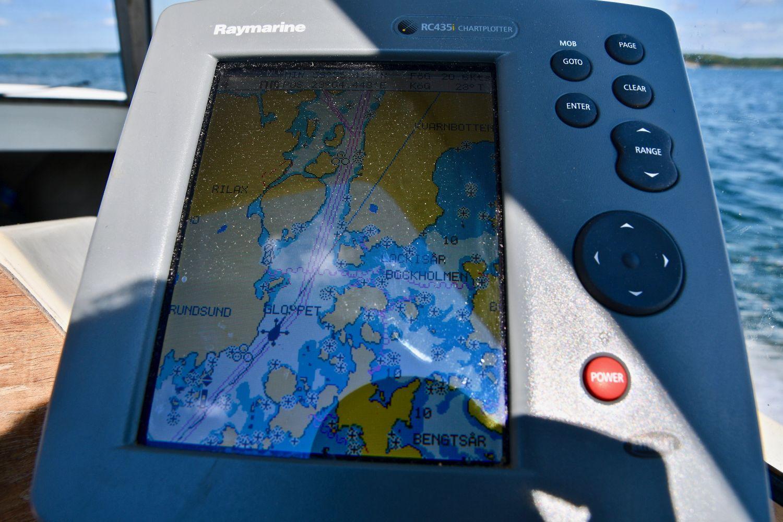 Bild på en plotter på en båt.