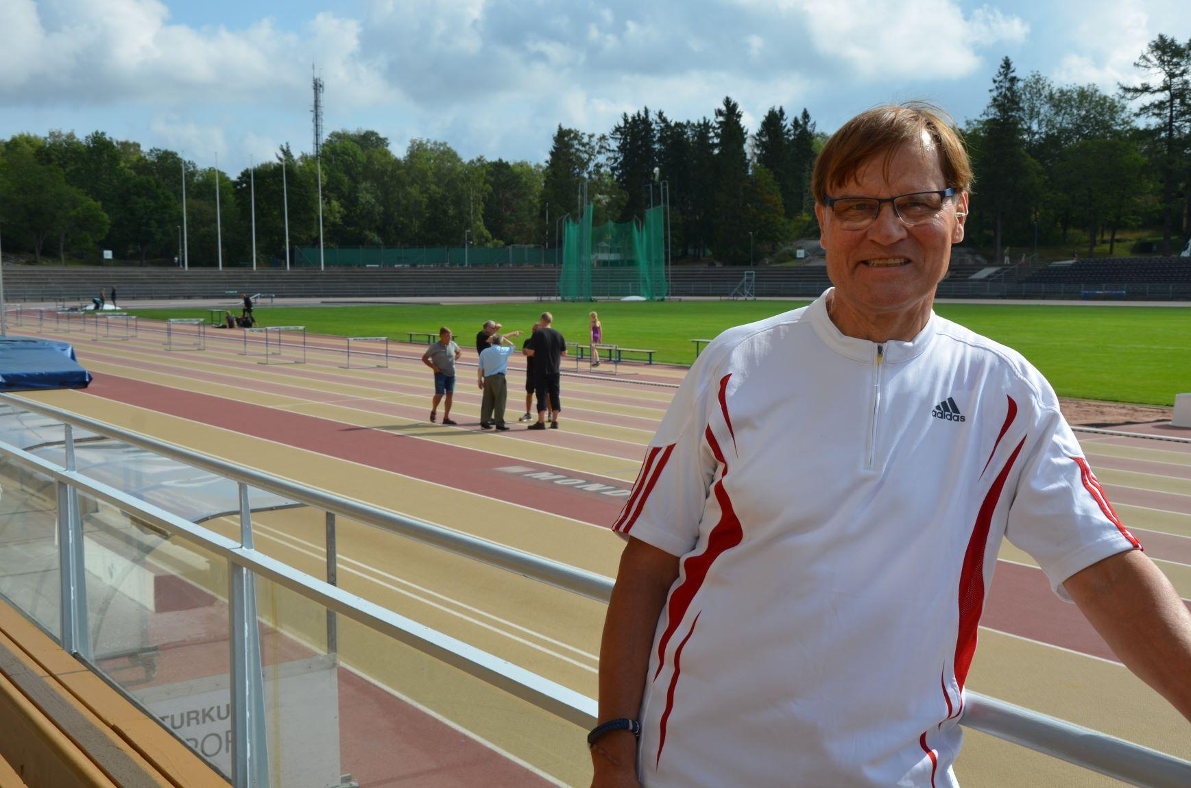 En man vid Paavo Nurmis stadion