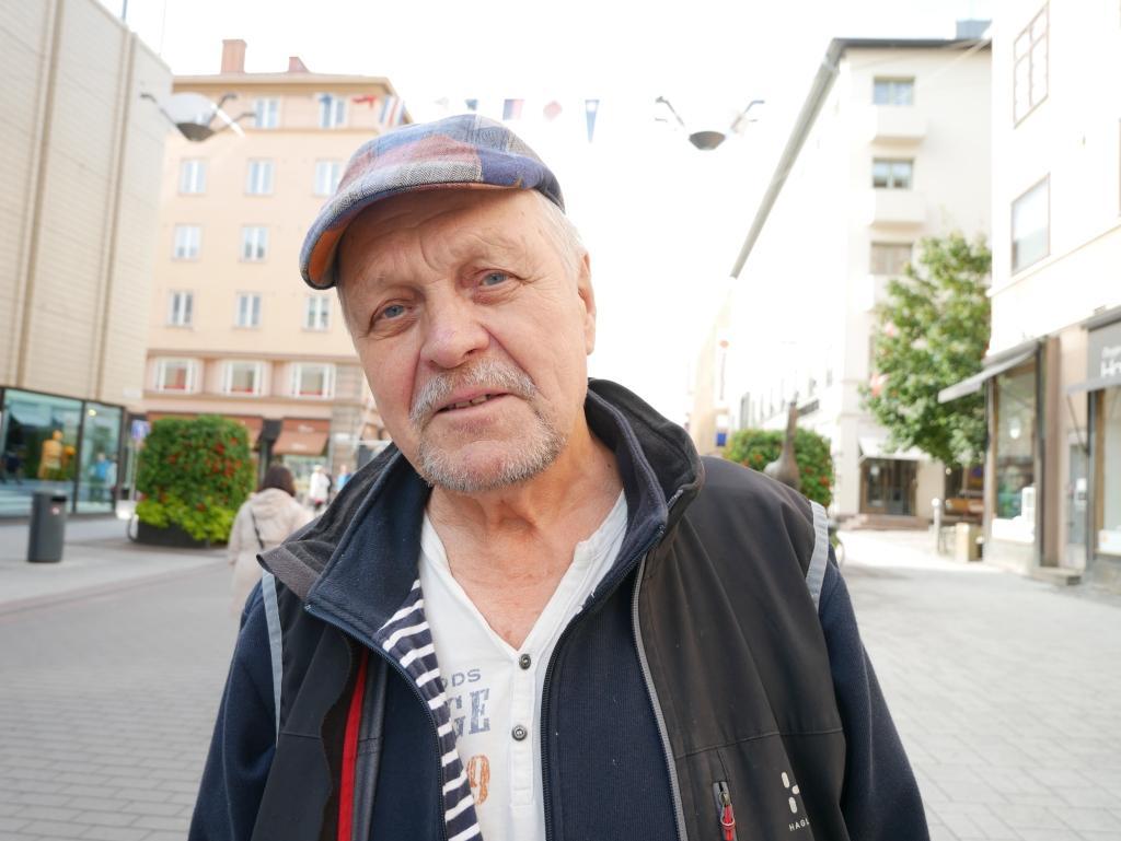 Pertti Räisönen pensionär, Åbo och Gustavs — Jag är osäker. Kanske är det en del av tidens melodi att ha en borgmästare, som är mera politisk.