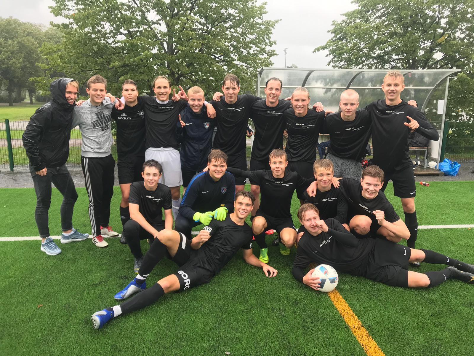 Fotbollslag med gymnasiepojkar