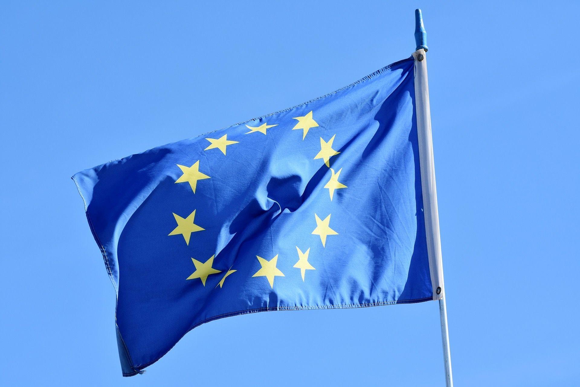 Flagga med gula stjärnor.
