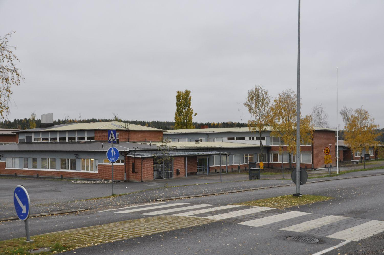 Skolcentret fotograferat från den nya ungdomsgården