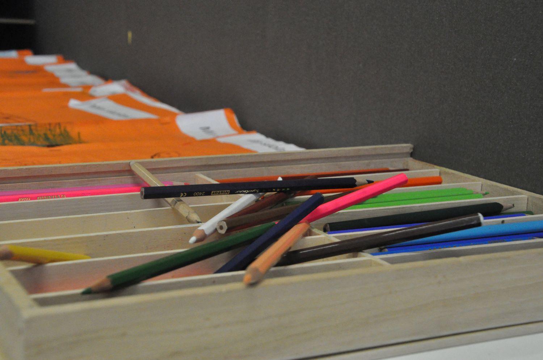 Färggranna pennor.