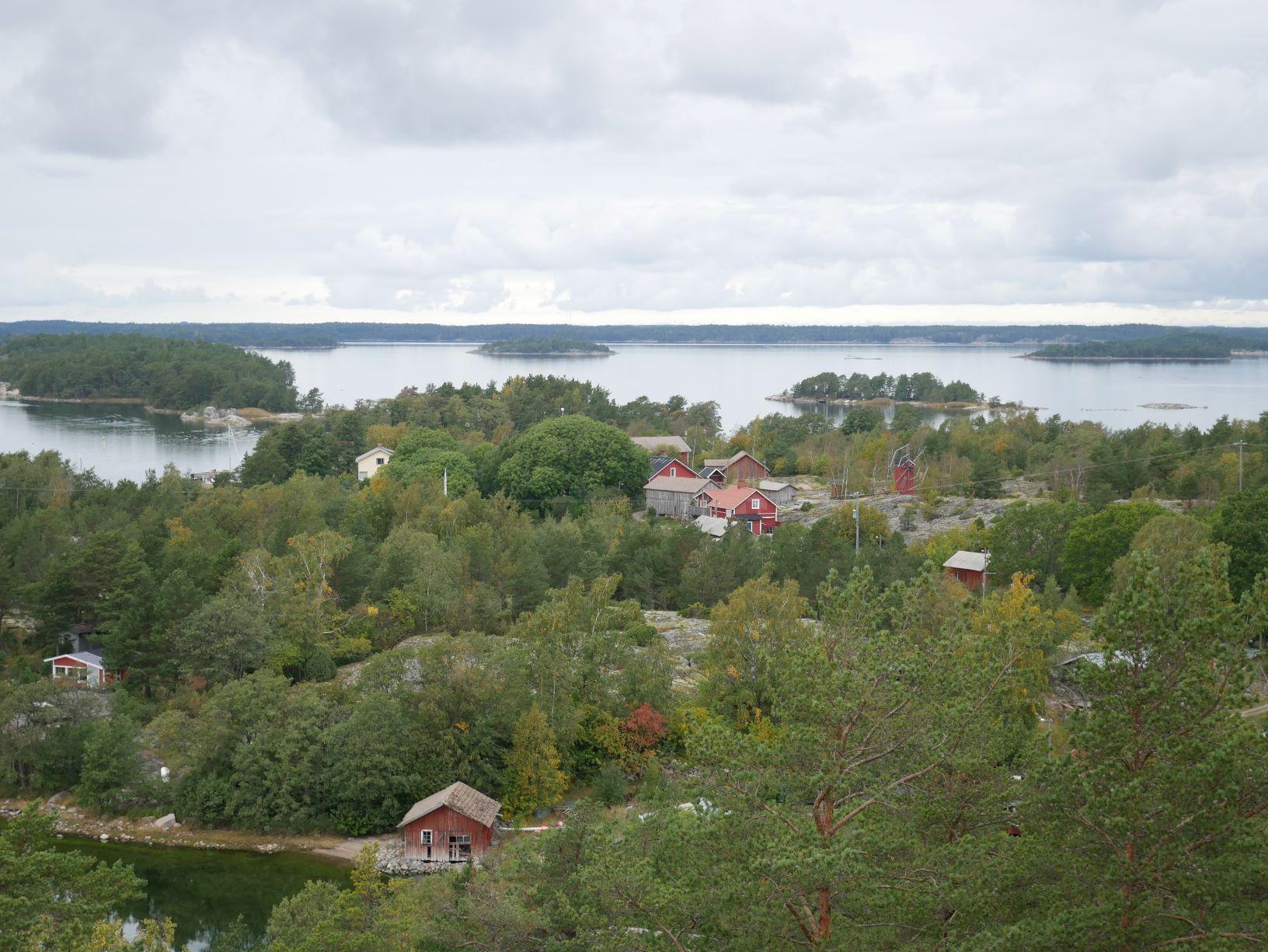 En ö med hus uppifrån