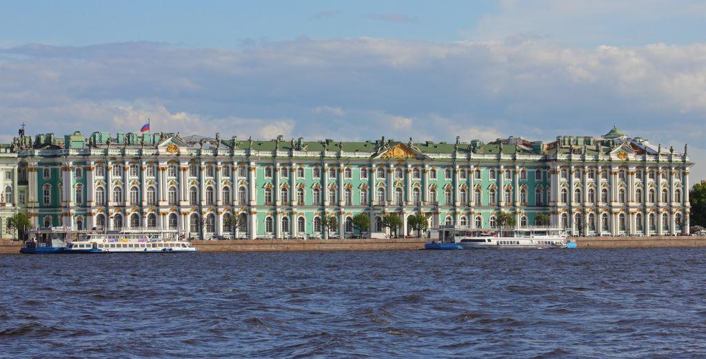 Tema på utställning i Åbo. Eremitaget är ett av världens största museer. Det ligger i S:t Petersburg och grundades år 1764. På bilden ses Vinterpalatset, som är en del av Eremitaget.