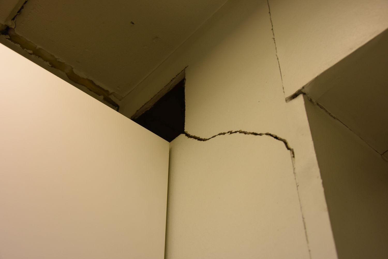 Spricka i vägg.