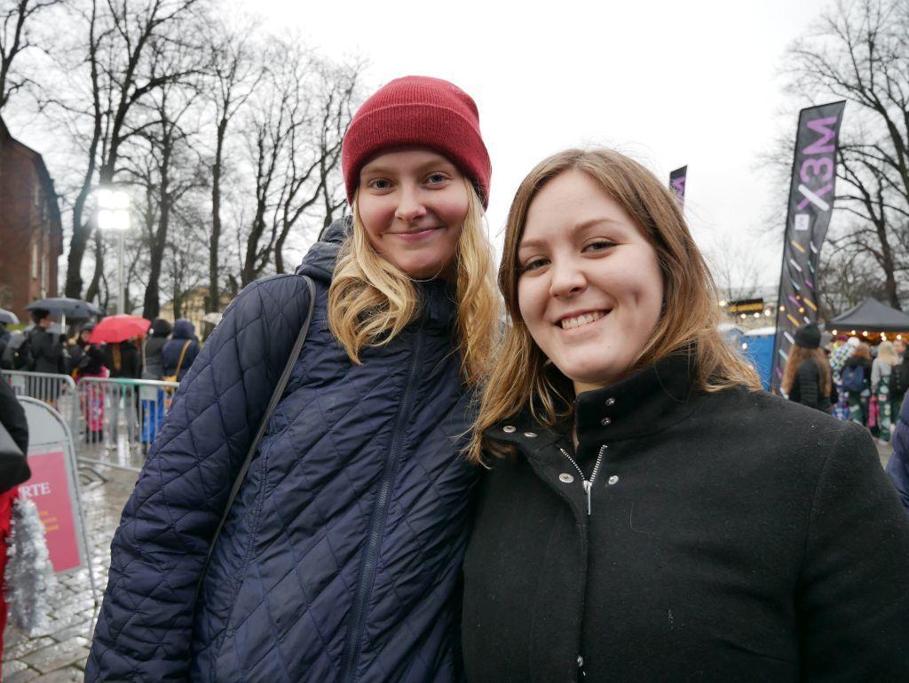 Emma Holmlund, Malax, som studerar biovetenskap vid ÅA och Amanda Byskata som studerar samhällsvetenskap vid ÅA deltar för första gången i Glöggrundan.