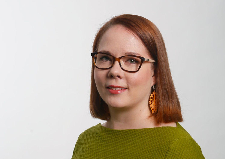 När flickor med invandrarbakgrund gör studieval för andra stadiet tvingas de bryta arm med lärare, handledare och sin egen familj. Det här framgår av Marja-Liisa Mäkeläs forskning vid Åbo universitet.