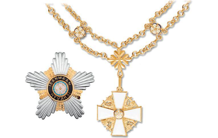 En medalj och en guldkedja.