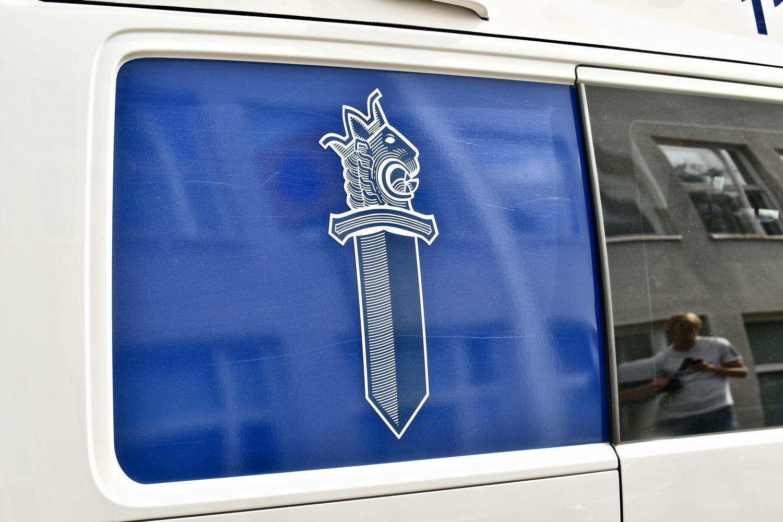 Polisbils fönster.