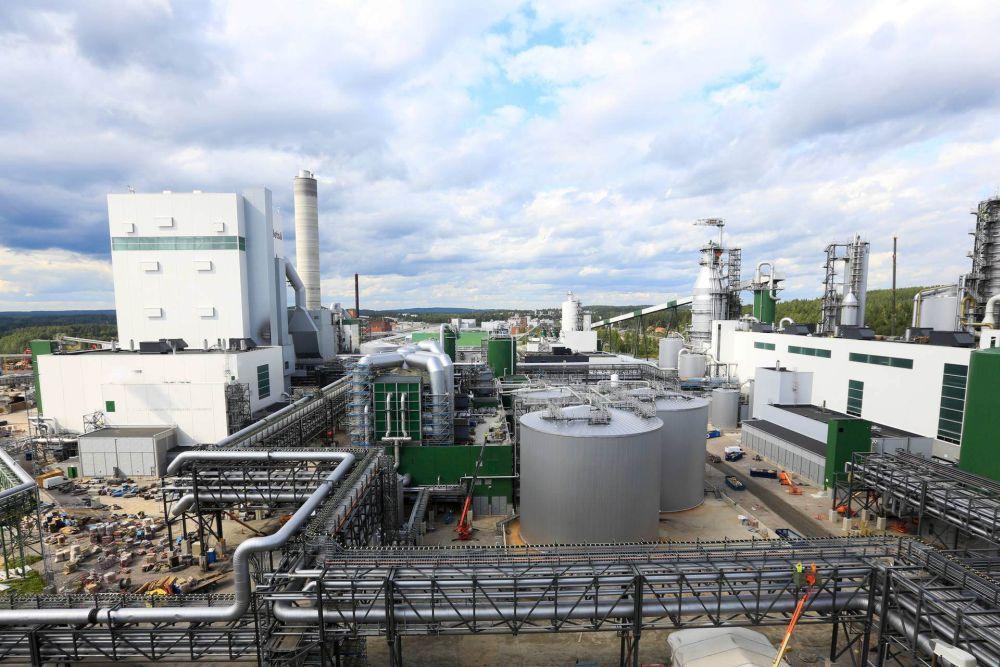 Fabriksanläggning utifrån.
