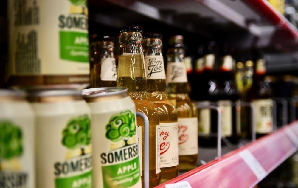 alkohol i en hylla