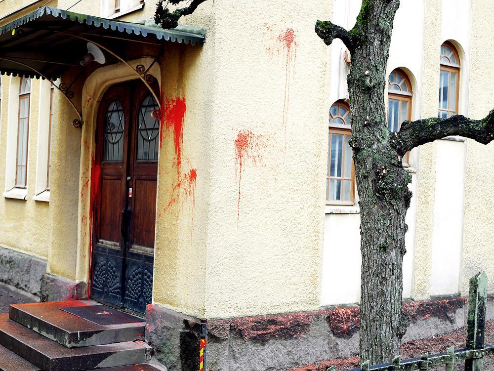 Åbo synagoga vandaliserades med rödfärg på förintelsens minnesdag