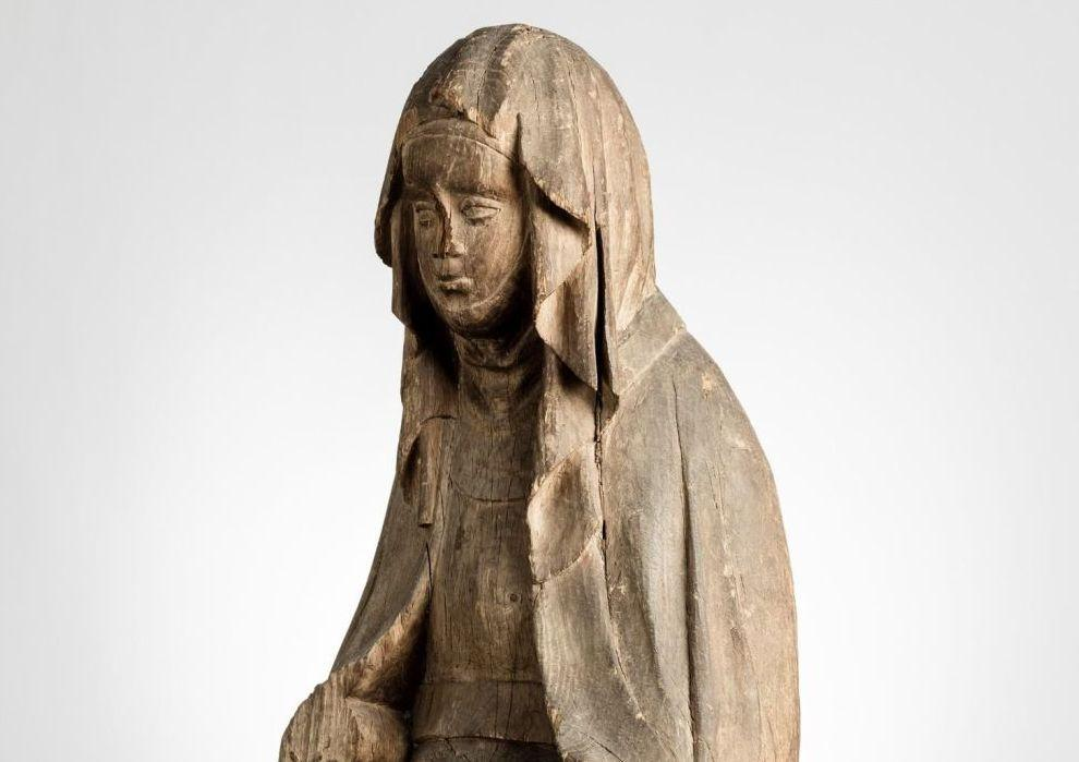 Skulptur på kvinna.