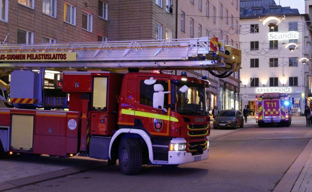 Två brandbilar i stad