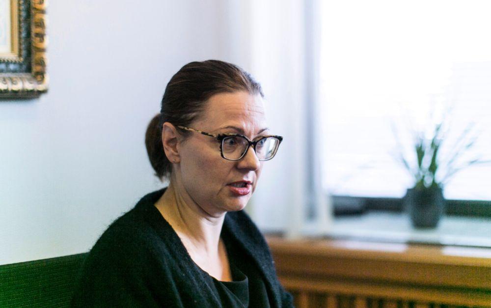 Åbo stadsdirektör Minna Arve säger att bangårdsområdet i Åbo kan börja byggas om redan innan planeringen av den snabba tågförbindelsen Helsingfors och Åbo är färdig. Tatu Lertola/SPT