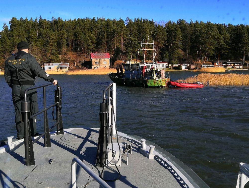 Sjöbevakare bärgar tom båt