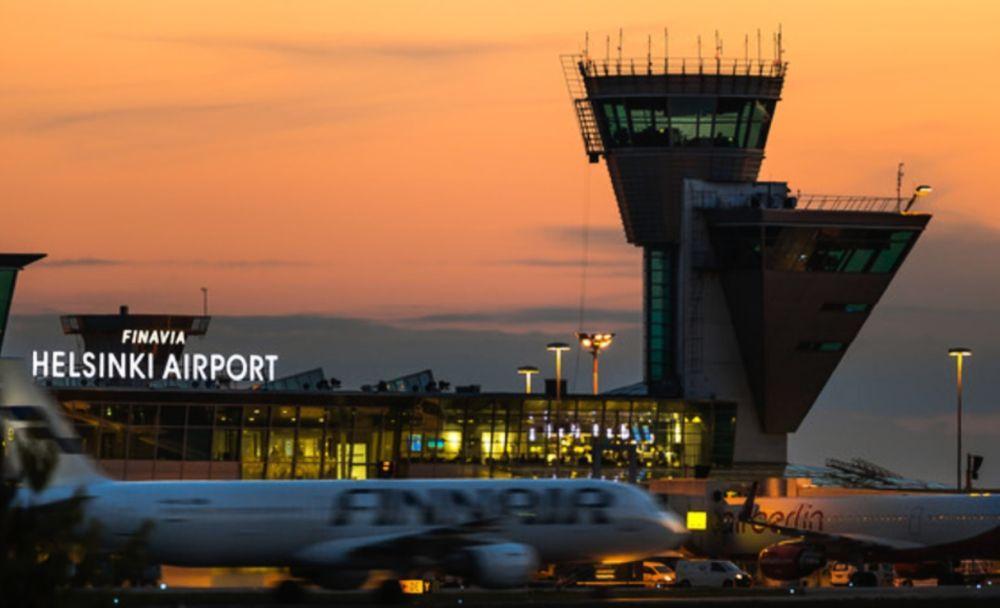 Flygplats i kvällsskymning