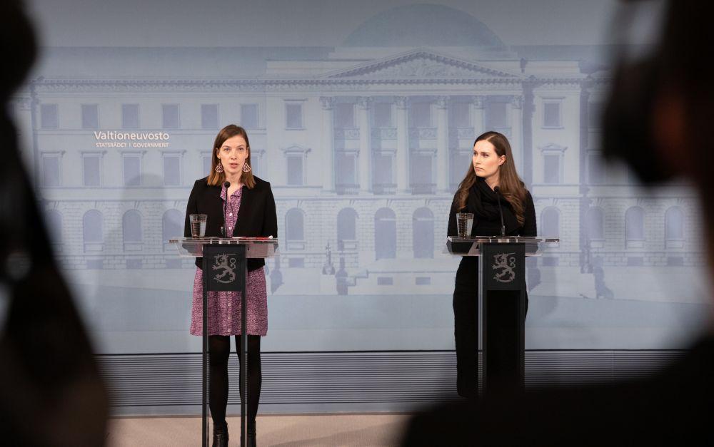 Två ministrar möter pressen