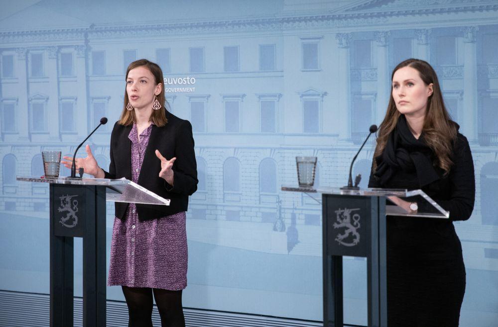 Två ministrar på presskonferens