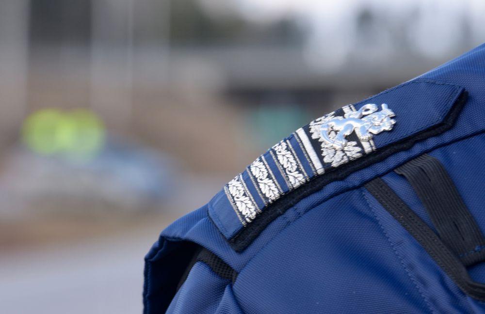 Polisaxel med epålett, axelklaff
