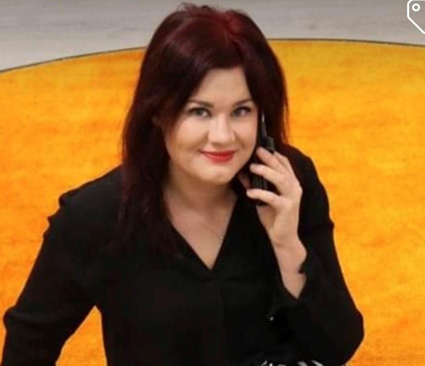 Kvinna med telefon