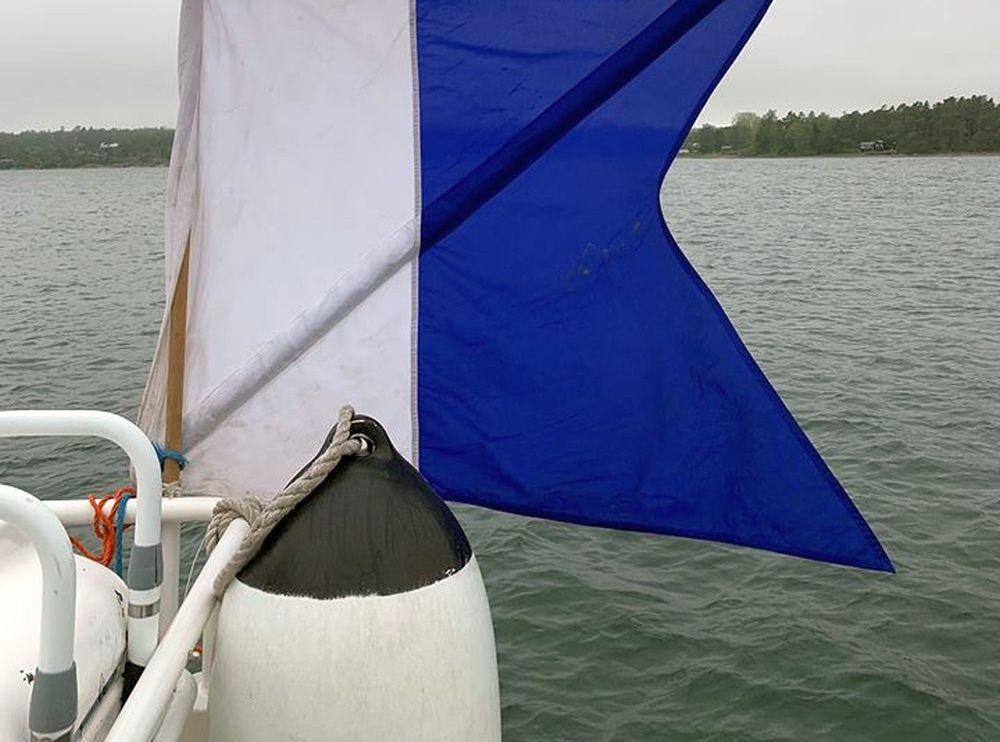 Signalflagga på båt