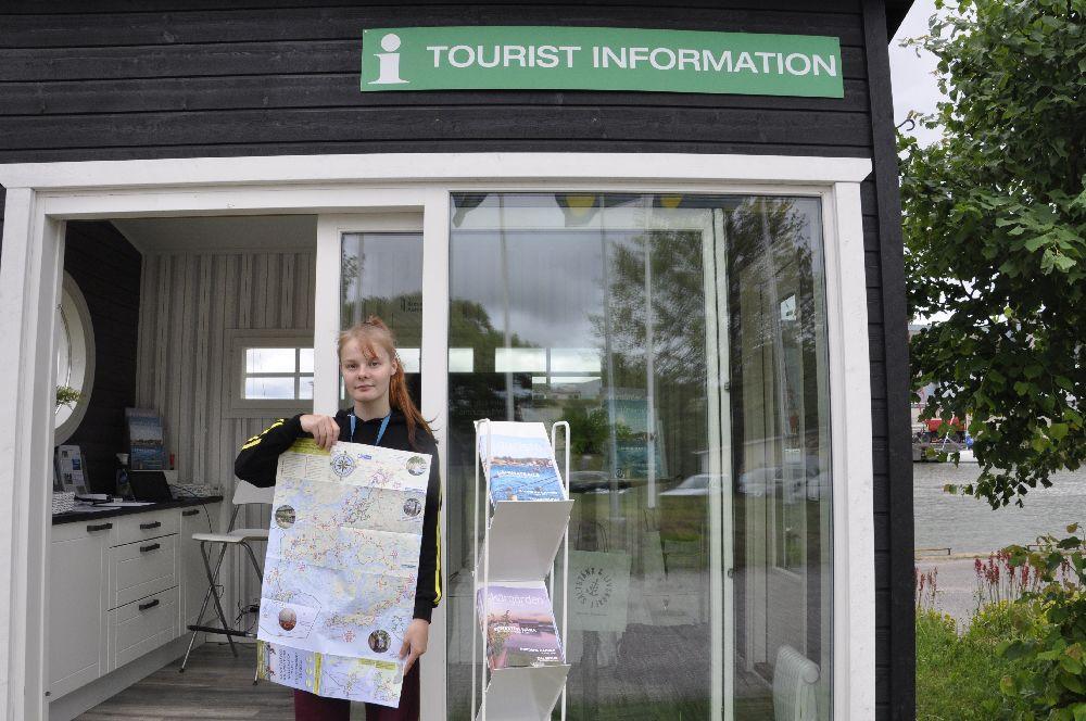 Elina Haanpää svarar på turisternas frågor  — tidtabeller och aktiviteter intresserar