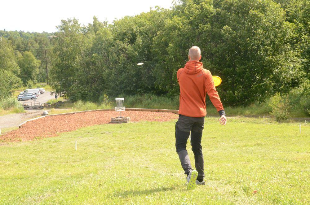 Frisbeegolfen tog fart i Finland på 2000-talet  —  i dag finns över 200 000 hobbyspelare