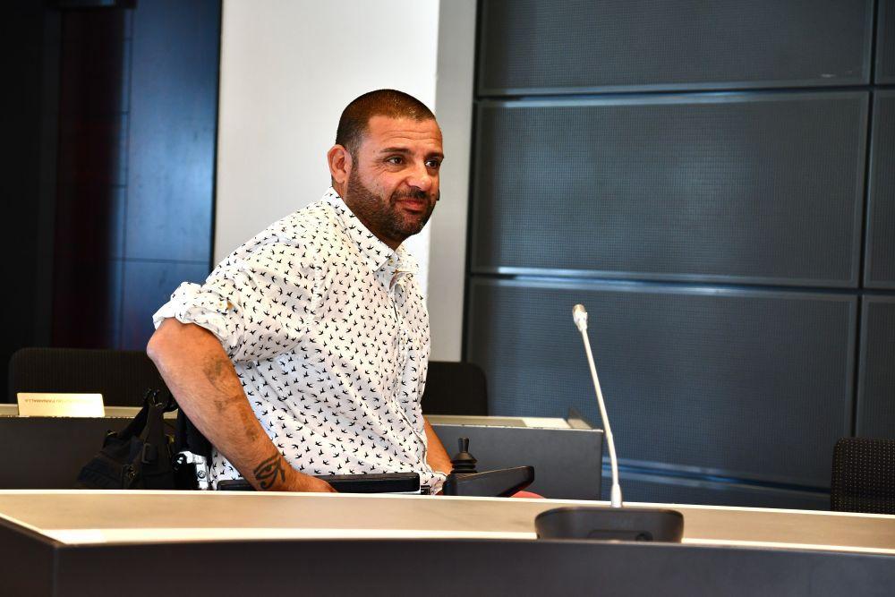 Hassan Zubier sitter i rättegångssalen.