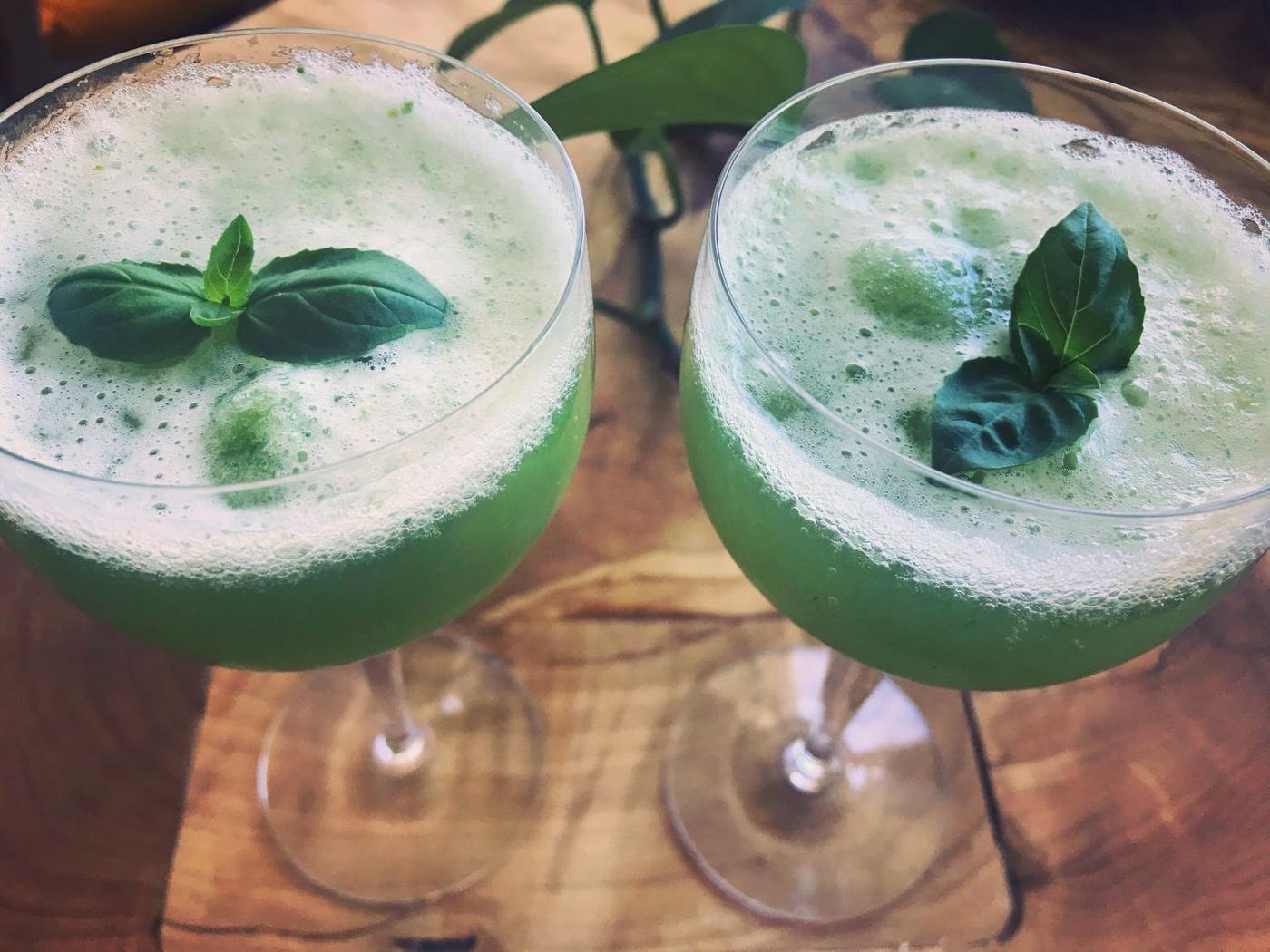 Två drinkglas med bubbelsorbet i