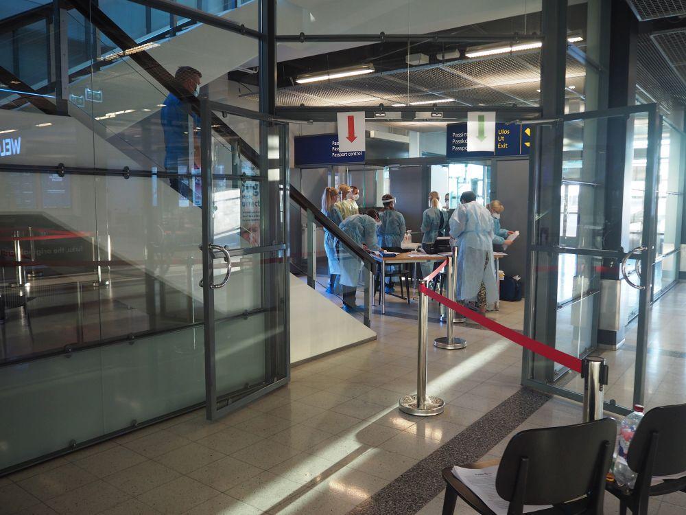 Sjukvårdspersonal på en flygplats